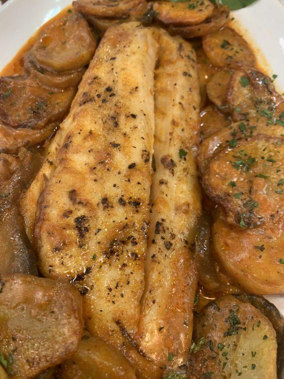Pescada gratinada & batatas crocantes (pescada a húngara)